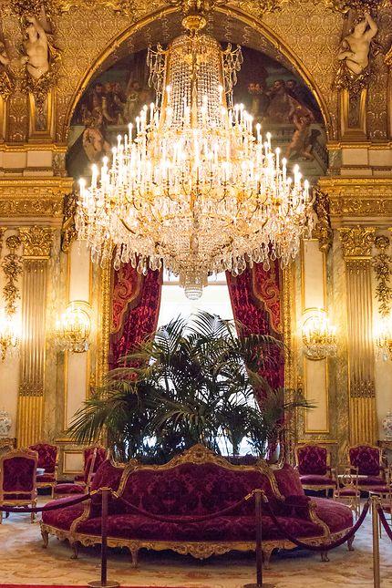 Le Louvre, le superbe lustre du grand salon