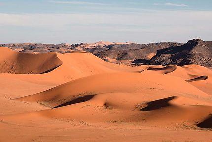 Tin Merzouga - Dunes et roches