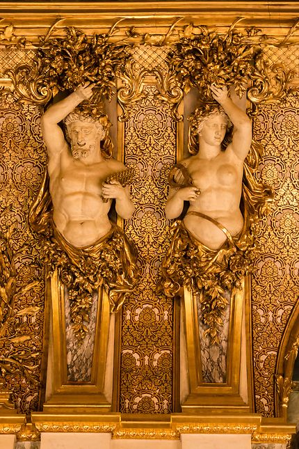 Le Louvre, décor sculpté du grand salon