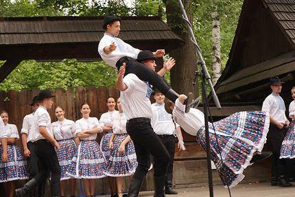 Equilibre éternel des danses traditionnelles