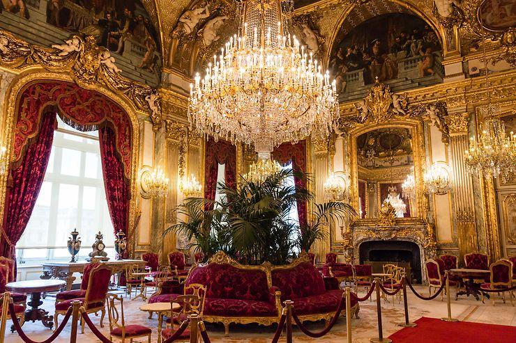 Le magnifique grand salon du Louvre, Paris