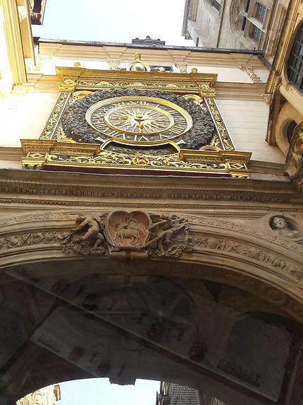 """Horloge de l'arcade du """"gros horloge"""" à Rouen"""