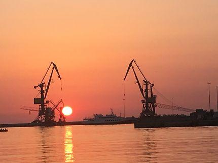 une aube de rêve dans le port d'Heraklion...
