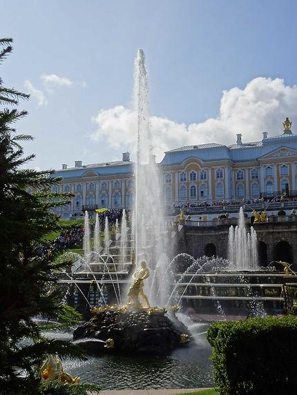 Puissant jet au Château de Peterhof