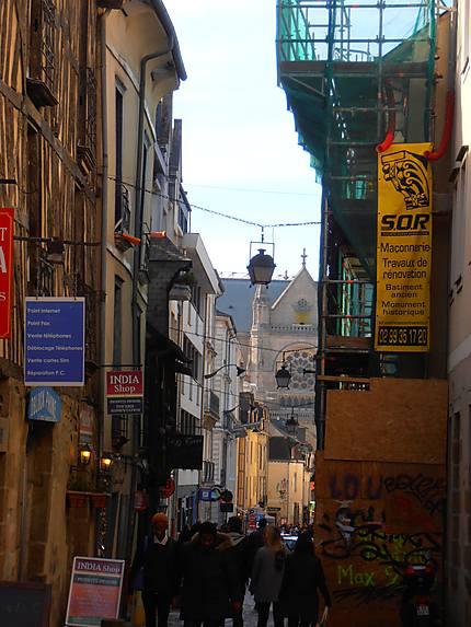 Rue du centre, entre ancien et modernité