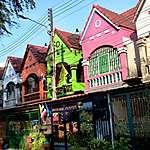 Rue colorée de Naklua