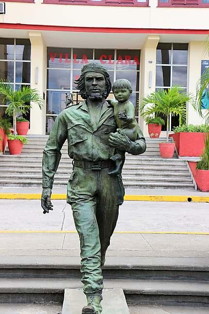 """Statue du """"Che"""" et de """"El Nino"""""""