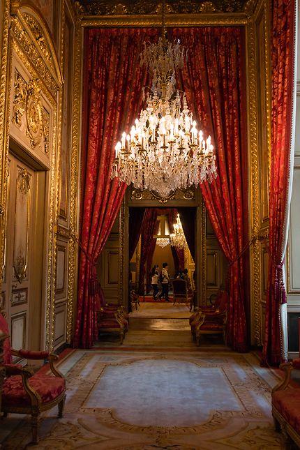 Le Louvre, un couloir luxueux...