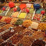 Étalage de bonbons et fruits secs