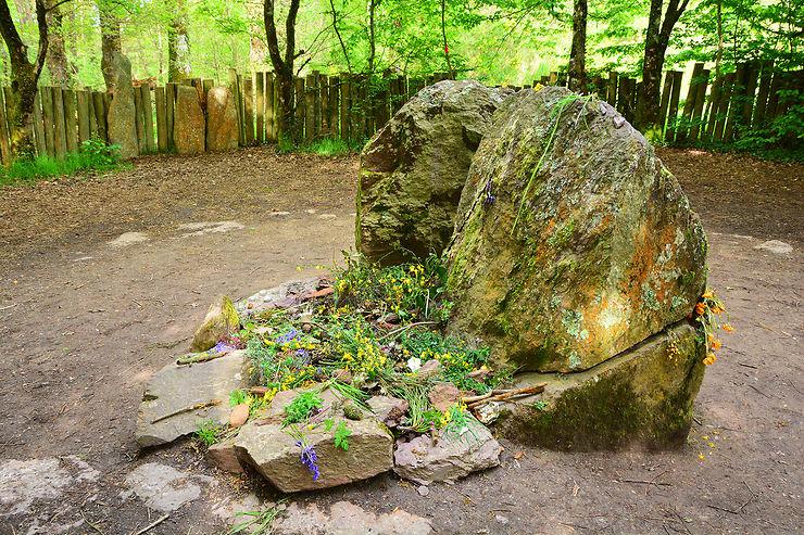 Brocéliande, du tombeau de Merlin à l'église du Graal