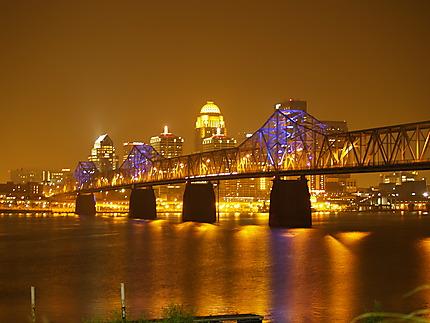 Pont reliant Louisville, KY à Jeffersonville, IN