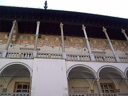 Arcades de la cour du château
