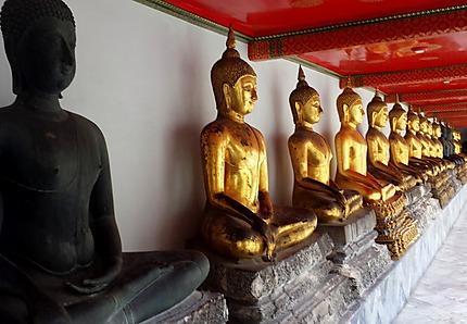 Rangée de Bouddha