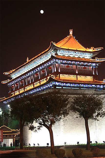 La lune veille sur les remparts de Xian