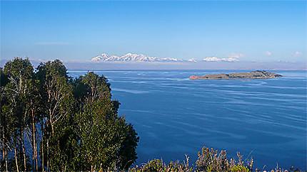 Cordillère des Andes vue depuis l'Isla del Sol