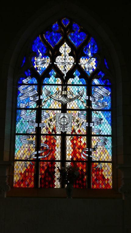 Grand vitrail du chevet, église d'Hiers-Brouage