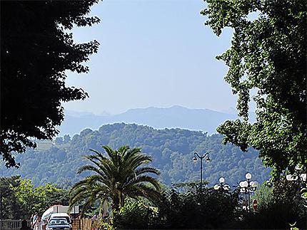 Pau, vue sur les Pyrénées depuis le Boulevard d'Aragon