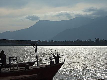 Le Mékong, le soir, au Laos près de Champassak