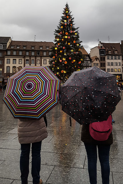Deux parisiennes sur le parvis de Strasbourg