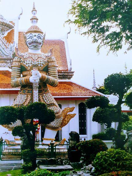 Gardien géant du grand palais