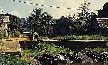 Village et marais de Kaw