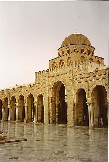 Mosquée sous la pluie