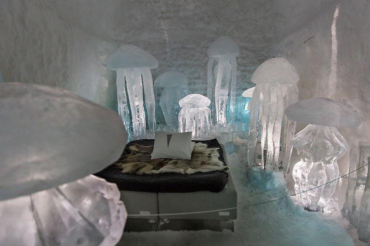 Une nuit dans un hôtel de glace en Laponie