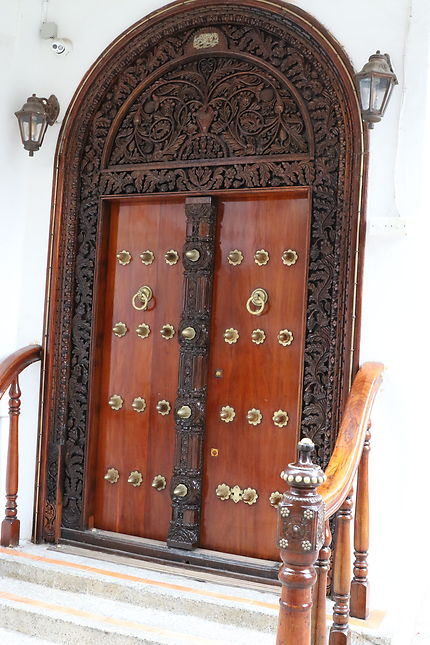 Porte sculptée dans Stonetown, Zanzibar