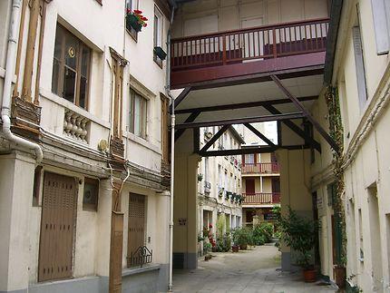 Cour intérieure ancienne à Paris