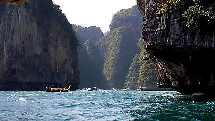 Phi Ley Bay
