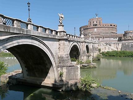 Château Saint-Ange et le Pont