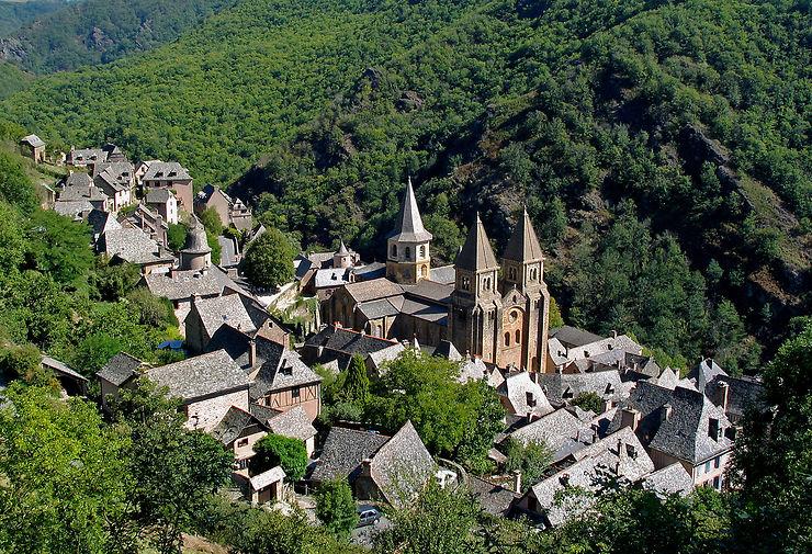 Aveyron - Le tympan de l'abbaye de Conques illuminé tout l'été
