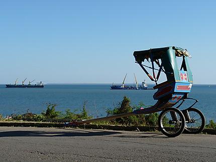Route de la corniche à Majunga