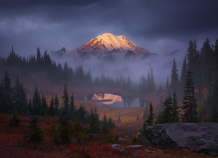 Lever de soleil sur le Mont Rainier, État de Washington