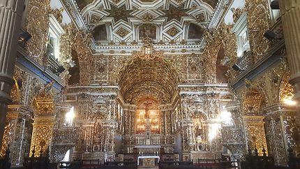 L'intérieur d'une des églises