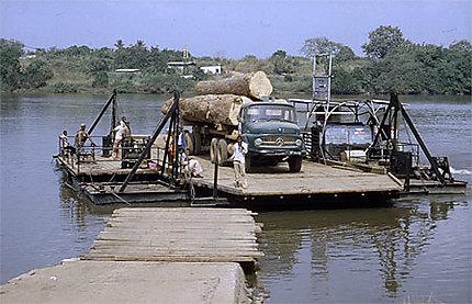 Bac près de Yaoundé