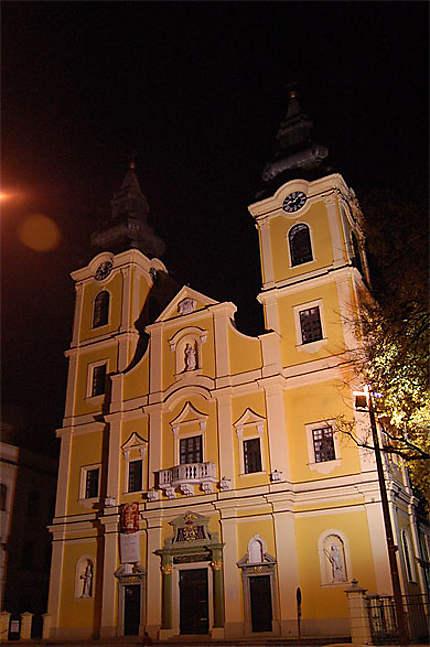 L'église catholique Sainte Anne, de nuit