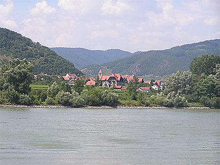 Village au bord du Danube