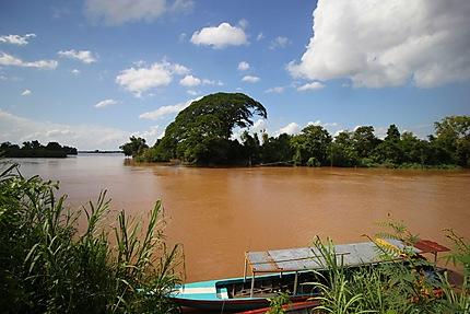 Don Det Bateau bleu, Mekong et ciel calme