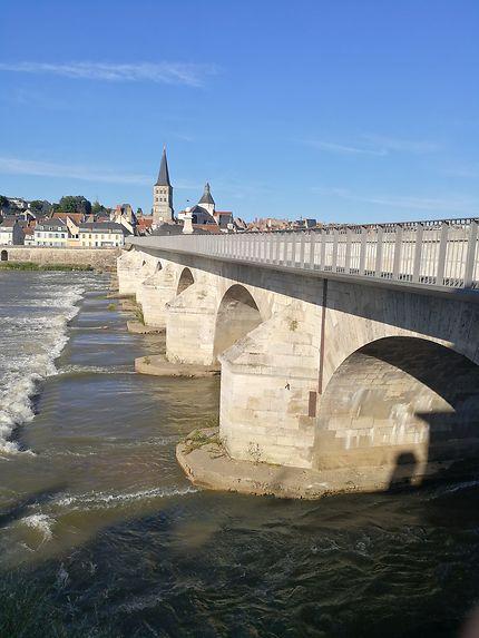 La charité sur Loire et son pont