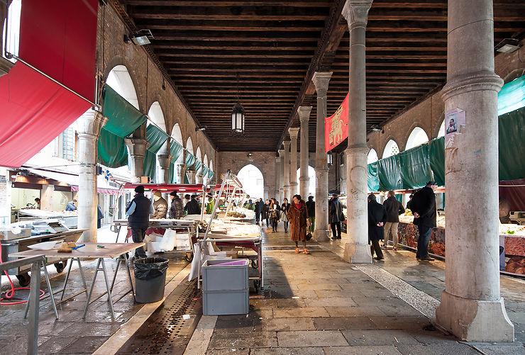 Le marché du Rialto, rendez-vous des Vénitiens