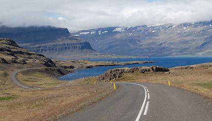 Plongée vers le fjord, Akureyri