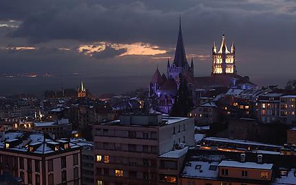 Vue de Lausanne le soir