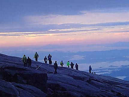 Mont Kinabalu au levé du soleil