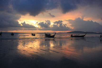 Nuit orange à Krabi