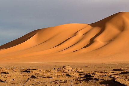 Tin Zaouaten - Dune dorée par le soleil du matin