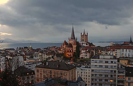 La cathédrale de Lausanne au crépuscule