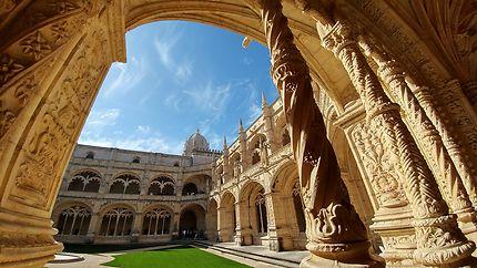 Le magnifique monastère des Jerónimos à Belém