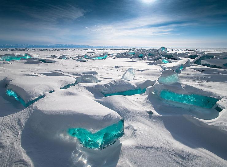 Blocs de glace sculptés par le vent, Lac Baïkal, Russie