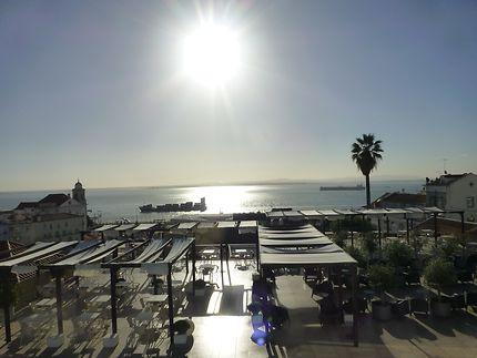 Le Tage luisant au soleil, Lisbonne